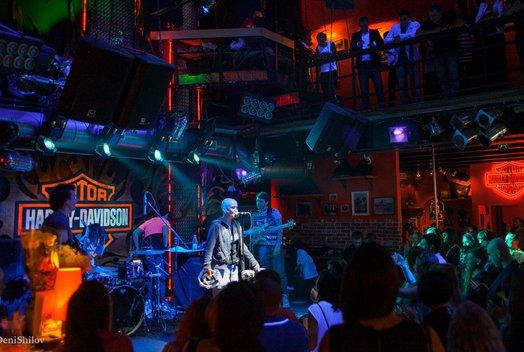 Группа Total: Концерт в баре Harley's