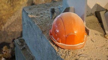 В Красноярске рабочий погиб под упавшей подпорной стеной